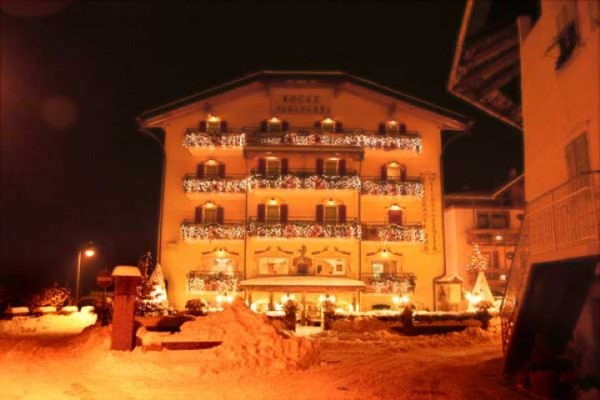 hotel_paganella_0891358E9EF-1040-2E67-2B6A-A6269B25A53C.jpg